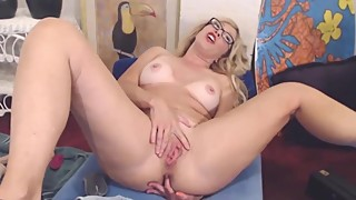 Cuckold MILF squirting pussy while her husband is away